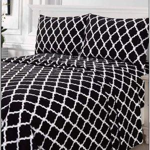 ⭐️SALE⭐️Queen 4pc Black Arabesque Bedsheets